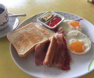 【バンコク&パタヤ旅行記】S2 E10 パタヤの朝食 KISS FOOD & DRINK