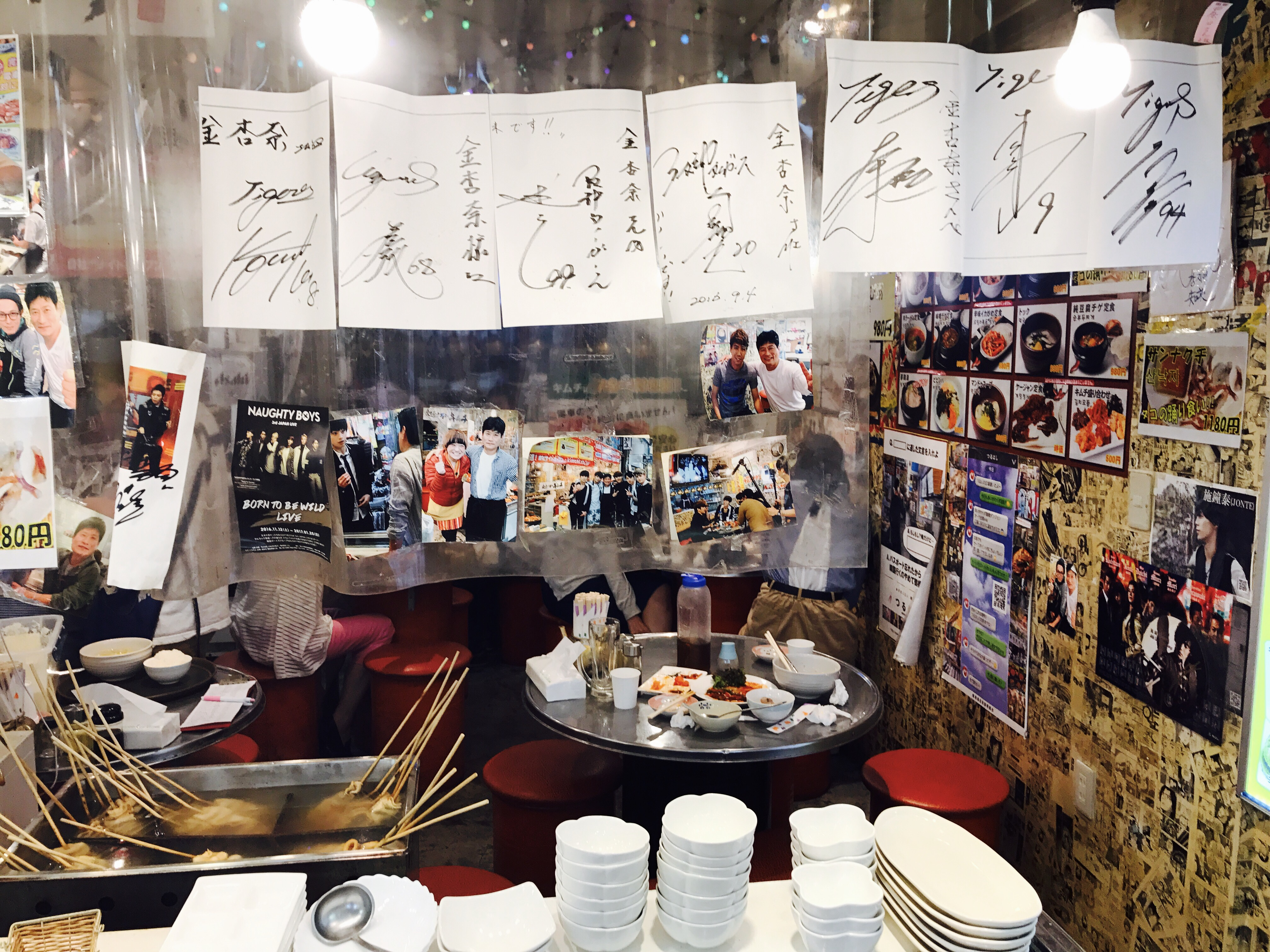 大阪 鶴橋コリアンタウンのアーティストのサイン