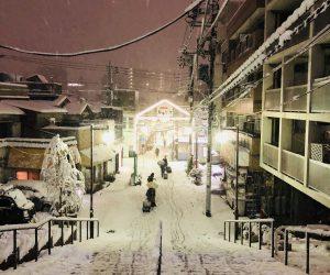 【谷中】雪の夕やけだんだん