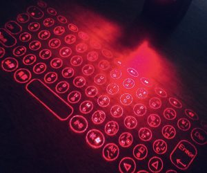 レーザー投影式キーボードはポケットにも入リます